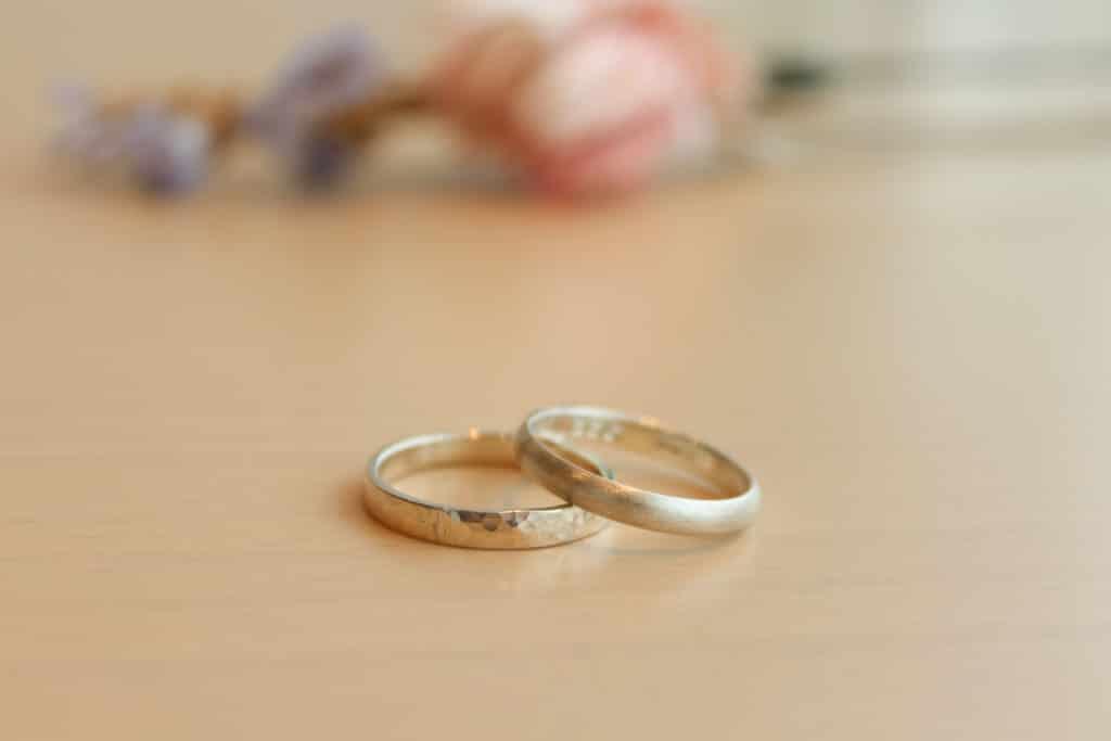 つちめ模様の結婚指輪