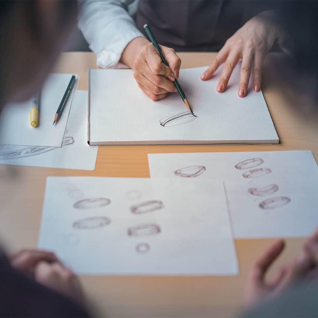結婚指輪のデザイン画をライブで描く