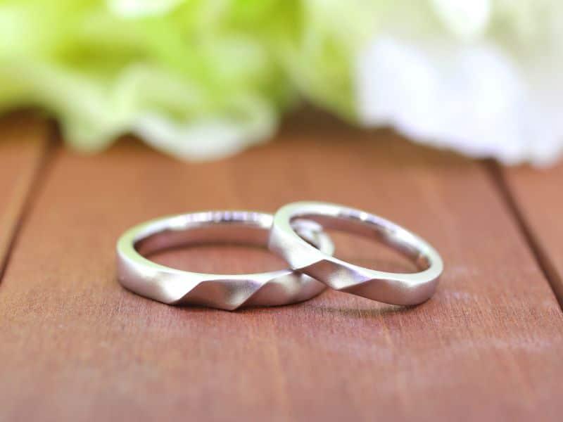 バレル仕上げ入り手作り結婚指輪