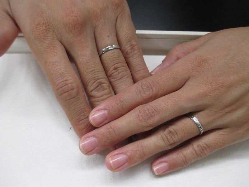 槌目手作り結婚指輪